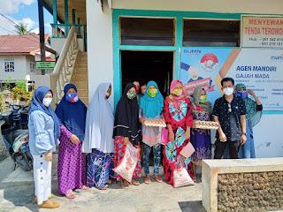 Pemerintah Kecamatan Lilirilau bersama TKSK bagikan masker gratis