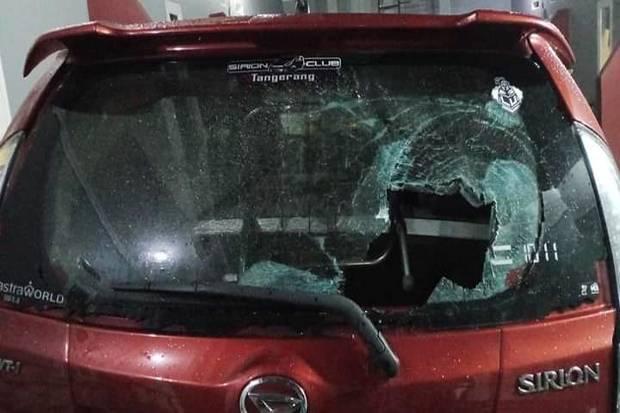 Mobil Ditabrak Pemotor Ngaku Ormas di Ciputat, Pemiliknya Malah Diinjak-injak