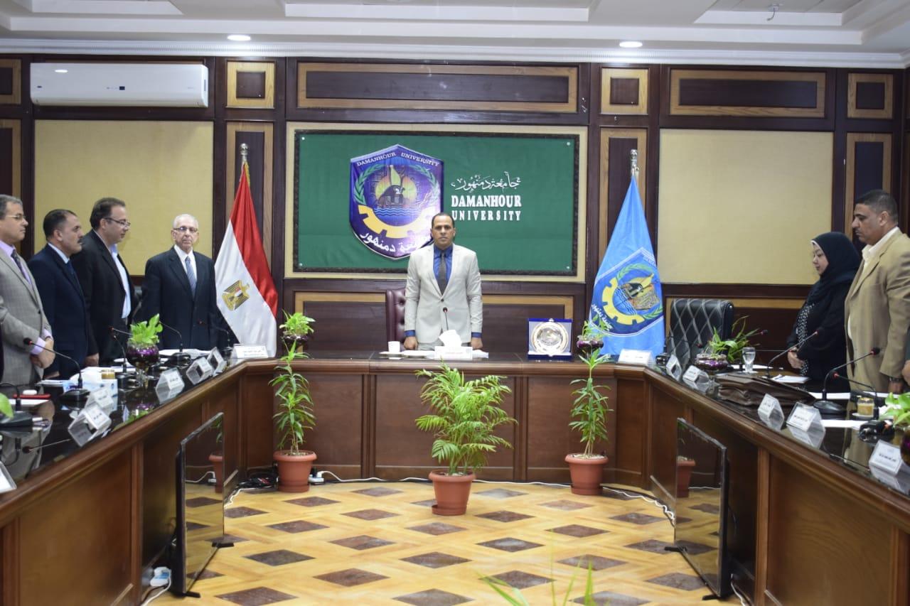 رئيس جامعة دمنهور ينظم تكريم لكل الكوادر المميزة بالجامعة الاسبوع القادم