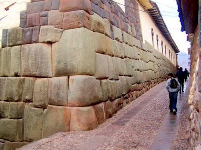 TAWANTINSUYO: Así fue el Cusco prehispánico Calle-hatun-rumiyoq-cusco