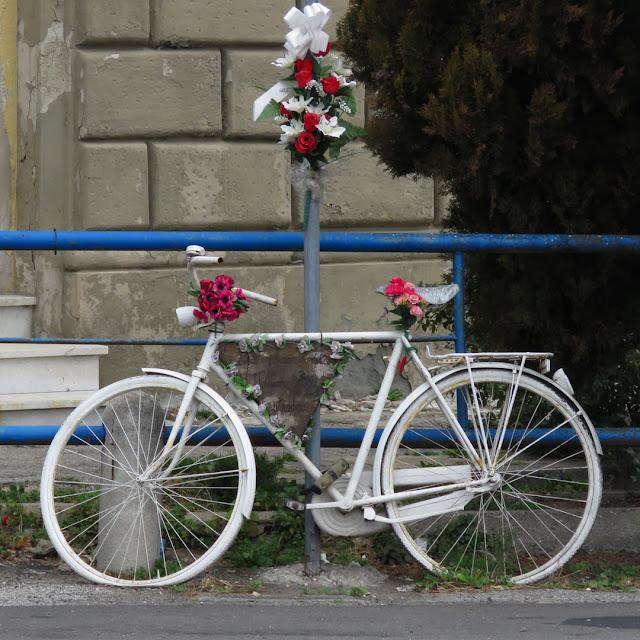 Ghost bike, road victims, Via della Cinta Esterna, Livorno