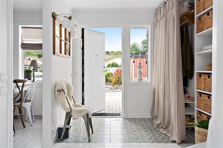 recibidor entrada espejo antiguo decorar muebles vintage silla tolix interiorismo barcelona alquimia deco