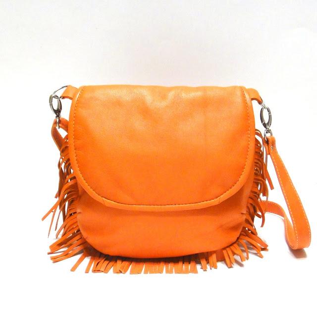 Оранжевая сумка кожа - натуральная овчина. Длинный ремень регулируется по длине, максимум 110 см. Ручная работа. Единственный экземпляр