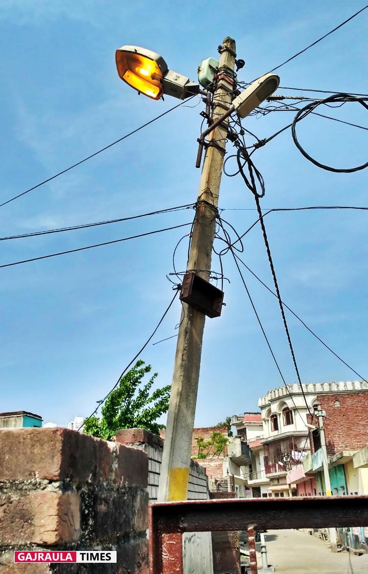 electricity-poles-in-gajraula