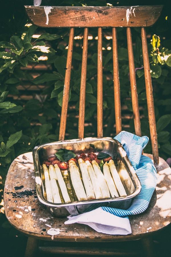 szparagi, pomidor, oliwa, czosnek