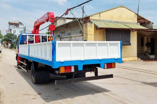 Xe tải Hyundai 110XL gắn cẩu Unic 3 tấn