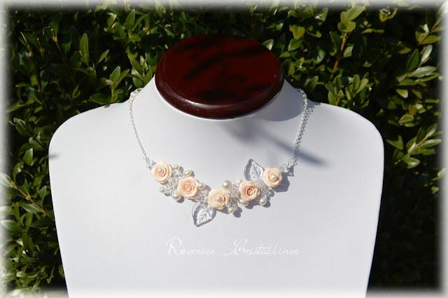 Collier romantique avec roses perles et cristaux