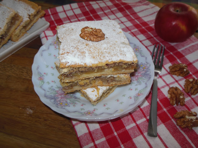Ябълков щрудел с маслено тесто