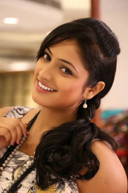 Kannada Actress Hari Priya Throwback Pics Navel Queens
