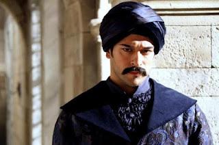 للكبار فقط - مشهد جنسي مسرب لبطل مسلسل قيامة عثمان يغضب الملايين - حرابيا