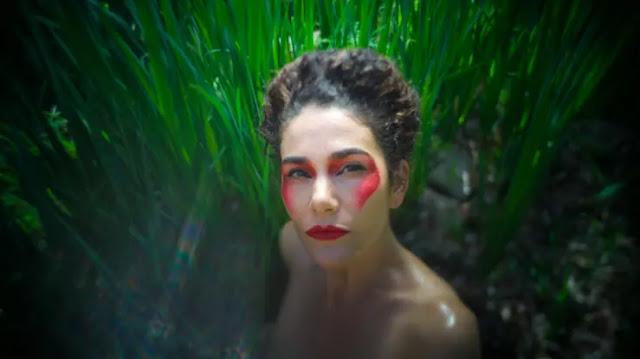 "Natalia Contesse libera ""Domomamüll"" en plataformas digitales"