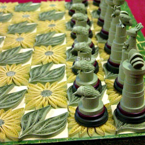 green and gold quilled Australiana chess set