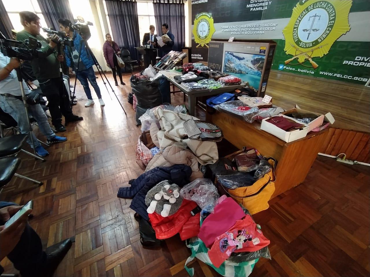 Se sospecha que la ropa hallada fue hurtada en centros comerciales populares / ÁNGEL SALAZAR