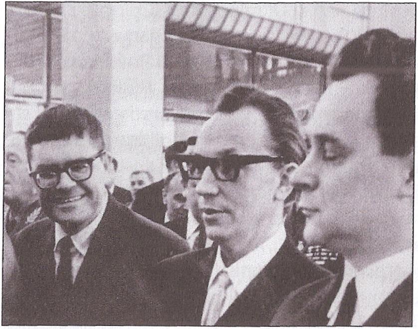 Nemažai Lietuvos inteligentų aktyviai dalyvavo visos TSKP veikloje, - rašytojas A. Bieliauskas (kairėje) - delegatas TSKP XXIV suvažiavime