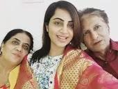 अर्शी खान अपने माता पिता के साथ