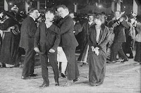 "Кадр из фильма Чарли Чаплина ""Танго-путаница"" (1914) - 12"
