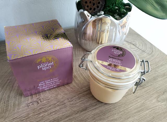 AVON Planet Spa Rozświetlające masło do ciała z drobinkami złota i olejkiem Oud