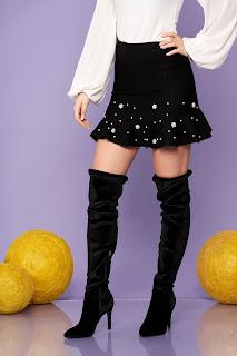 Fusta SunShine neagra eleganta scurta in clos tricotata cu volanase