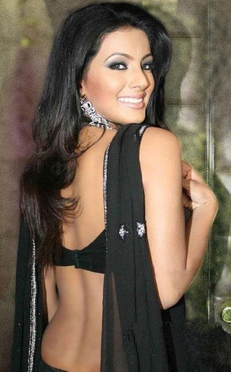 Geeta Basra sexy back in black dress, Geeta Basra back, Geeta Basra in indian dress