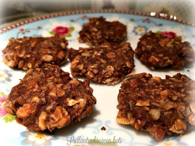 #healtycookies #oatcookies #oat #banana #chocolate #baking #keksit #terveyskeksit #leivonta