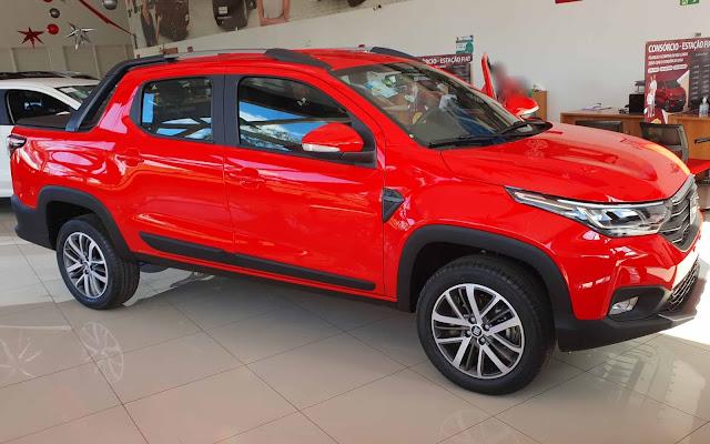 Fiat Strada 2021 Volcano - vermelha