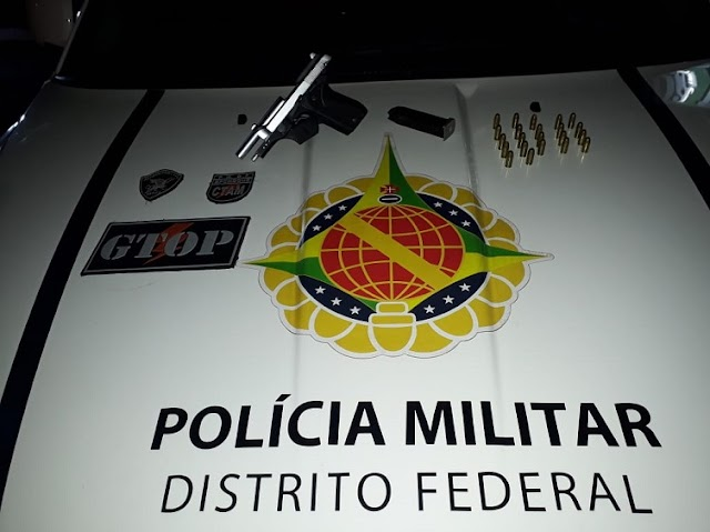 Os Policias da PMDF prende um homem que tentava esconder uma arma no Gama