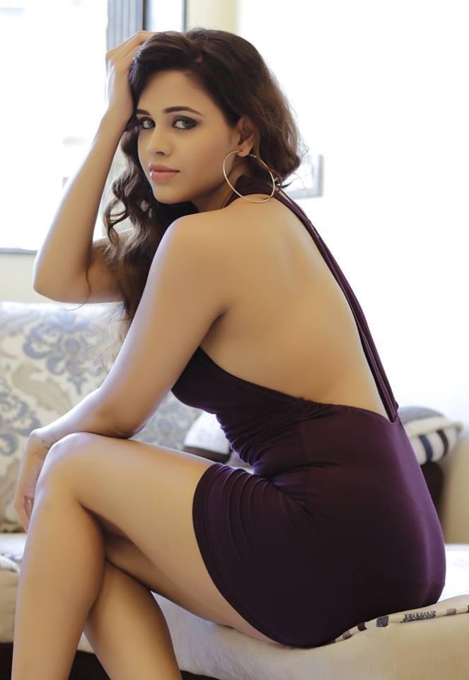 Parina Mirza Ramzan bareback, Parina Mirza back photos, Parina Mirza sexy back, Parina Mirza thighs