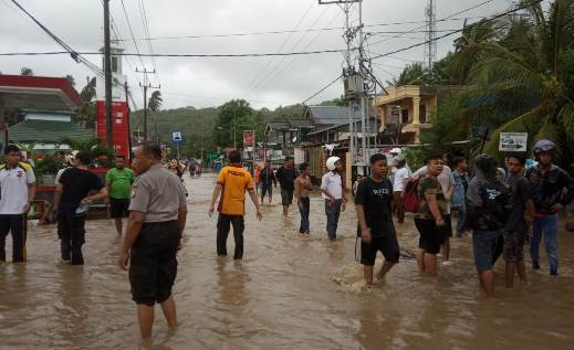 Personil TNI Kodim 1415 dan Polres Kep. Selayar, Turun Bantu Warga Terdampak banjir