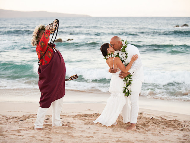 you may kiss the bride on a maui beach