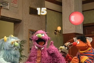 Ernie, Humphrey, Ingrid ve Benny Rabbit sing That's How the Numbers Go together. Sesame Street 123 Count with Me