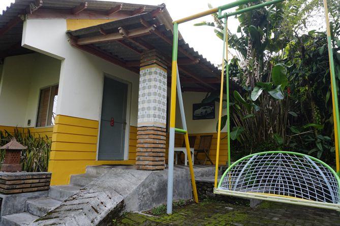 Bangunan kamar di RedDoorz near STAB Syailendra Kopeng