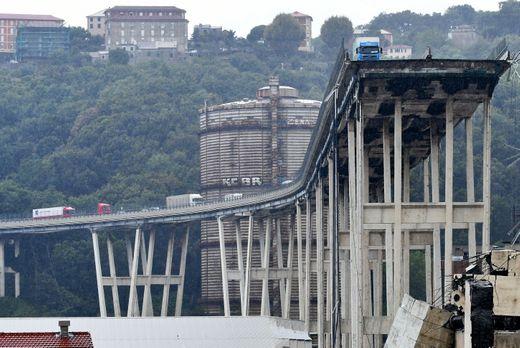 Video: Varios muertos en Génova, Italia - puente en la autopista se derrumba