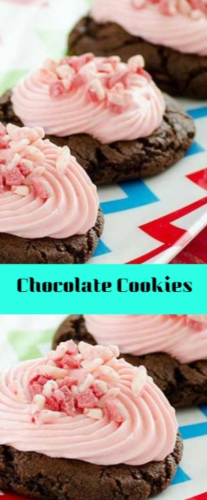 Chocolate Cookies with Peppermint Frosting #christmas #cookies