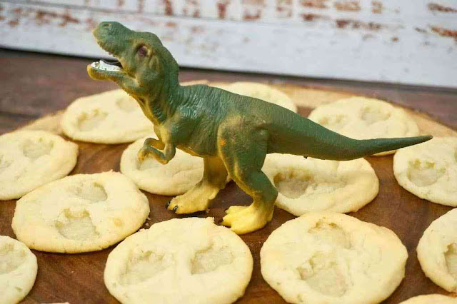 Easy Dinosaur Footprint Cookies