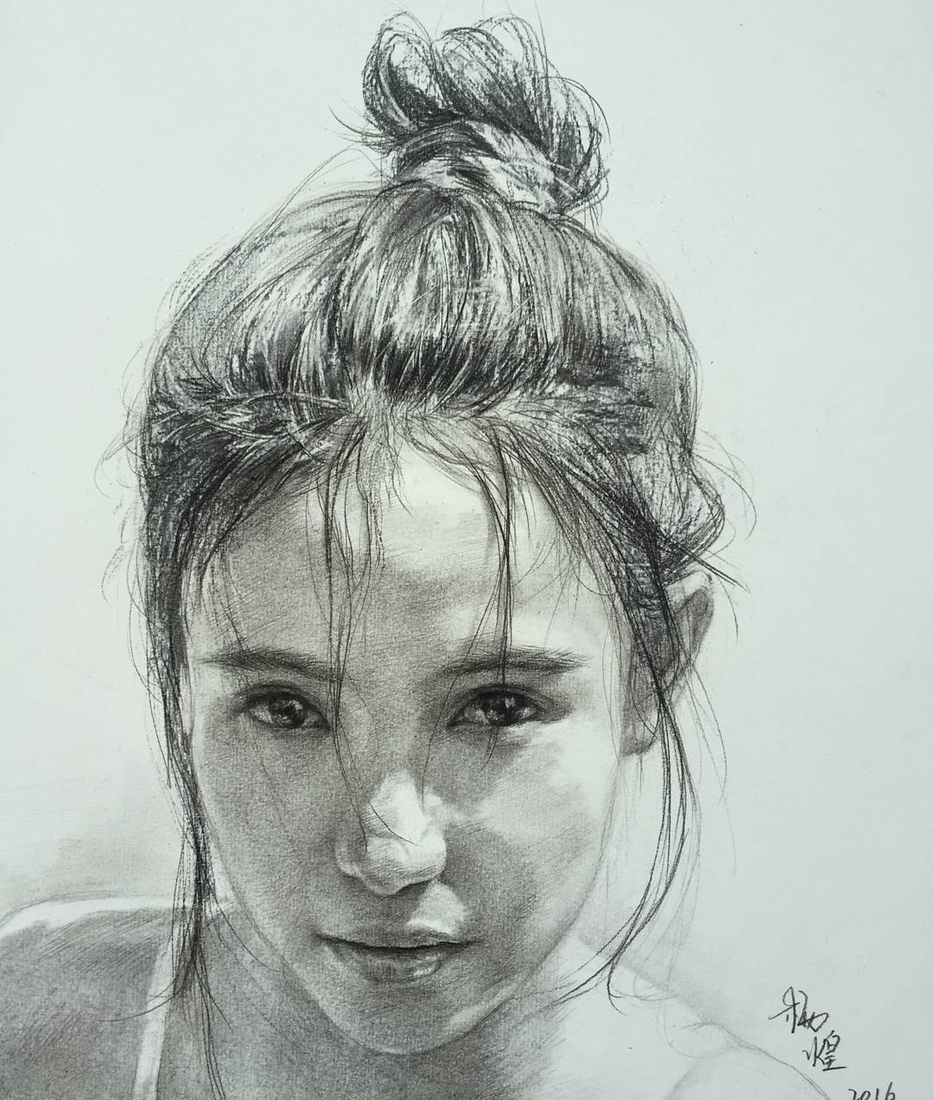 01-Lee-Charcoal-Portraits-full-of-Expressions-and-Emotions-www-designstack-co
