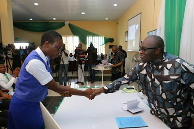 Gov. Ikpeazu meets with best performers Abia Students in 2016 WASCE; Awards Scholarships