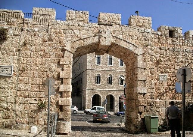 A las puertas de jerusal n tesoros y secretos for Puerta 4 del jockey