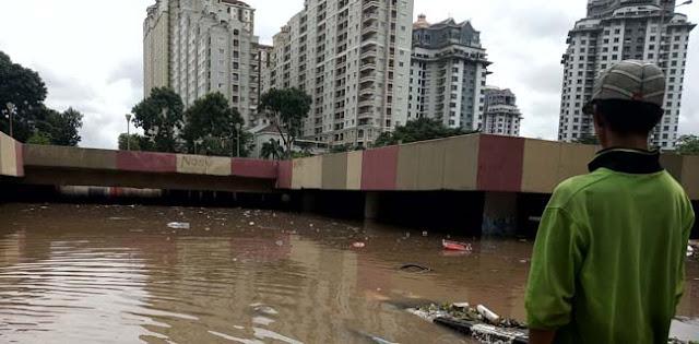 Meski Tanggung Jawab Pusat, Pemprov DKI Tetap Turun Tangan Sedot Banjir Underpass Kemayoran