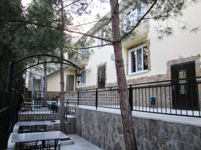 Дворик Гостевого дома у парка Семидворья