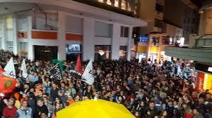 Esquina democrática em Porto Alegre-manifestação.