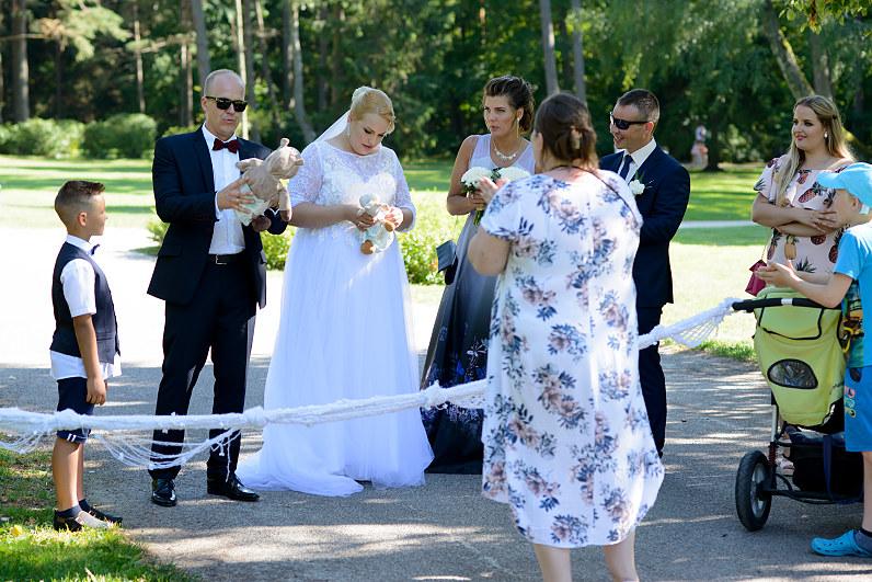 vestuvininkų kelio užtvėrimas