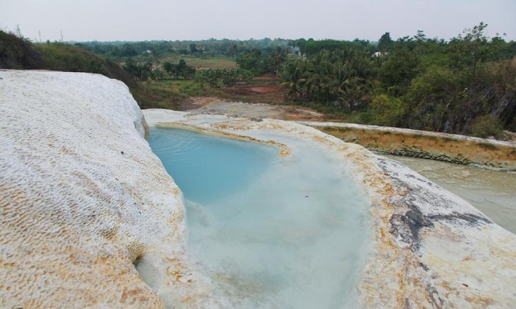 5 Rekomendasi Pemandian Air Panas di Bogor