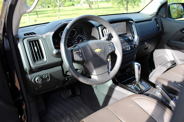 Chevrolet S-10 High-Country 2021 - interior