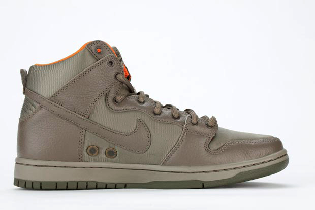... Nike SB Dunk High Premium. Look at the craftsmanship in the artist  edition. Comes with a canvas duffle bag and dog tags as well as KOZIK  printed of the ... 7156b07ad5cc3