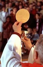 La religion, dans la tradition catholique chrétienne,  s'est être reliée à la « doctrine » théocratique et Papale, imposée par l'institution religieuse.