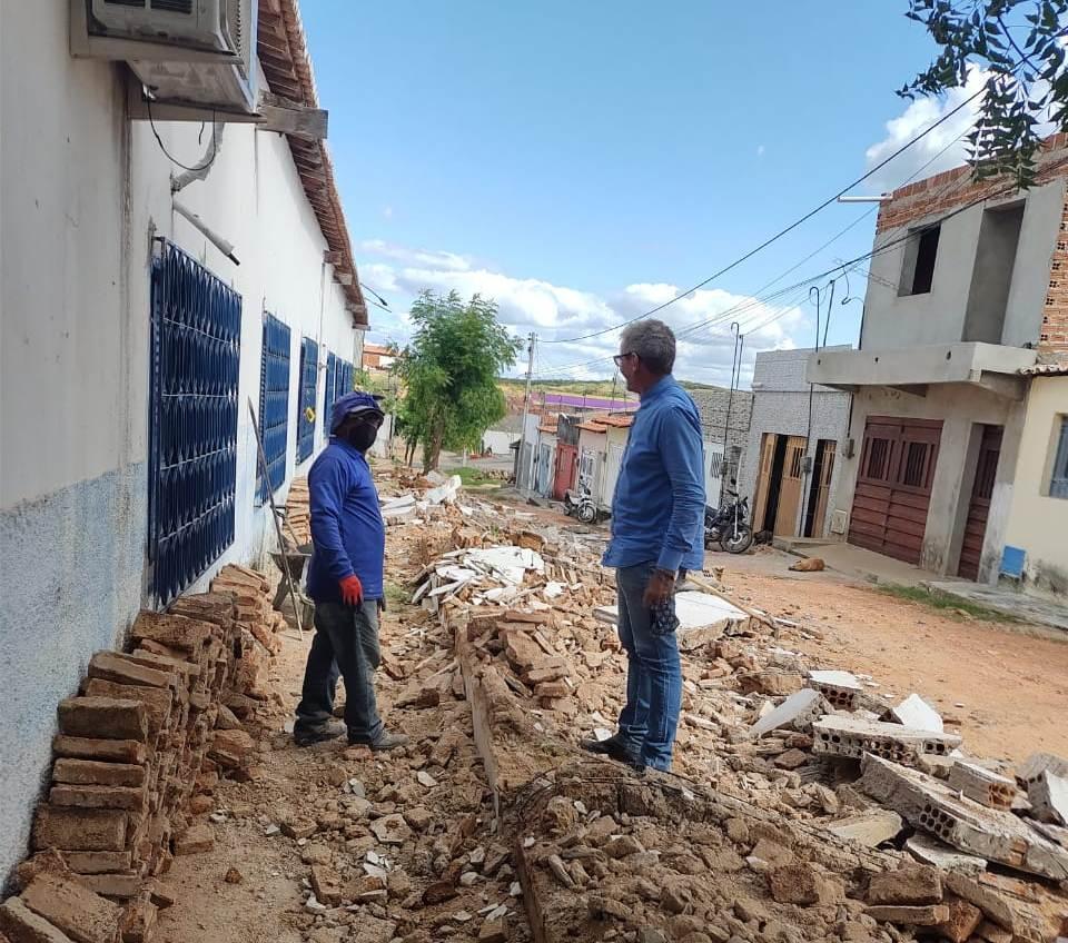 Prefeitura de Aurora inicia reconstrução do muro da Escola Municipal Romão Sabiá