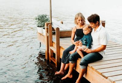 sarah + thomas + everett   lifestyle family session on the lake