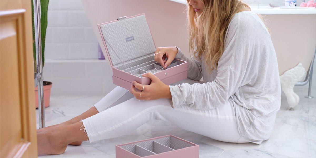 Pudełko na biżuterię - idealny prezent dla każdej kobiety
