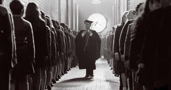 """Michel Foucault :  """"los cuarteles, los hospitales y las escuelas, se asemejan a las prisiones"""""""
