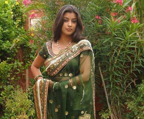 Mudhurima In Transparent Green Saree Showing Hot Novel